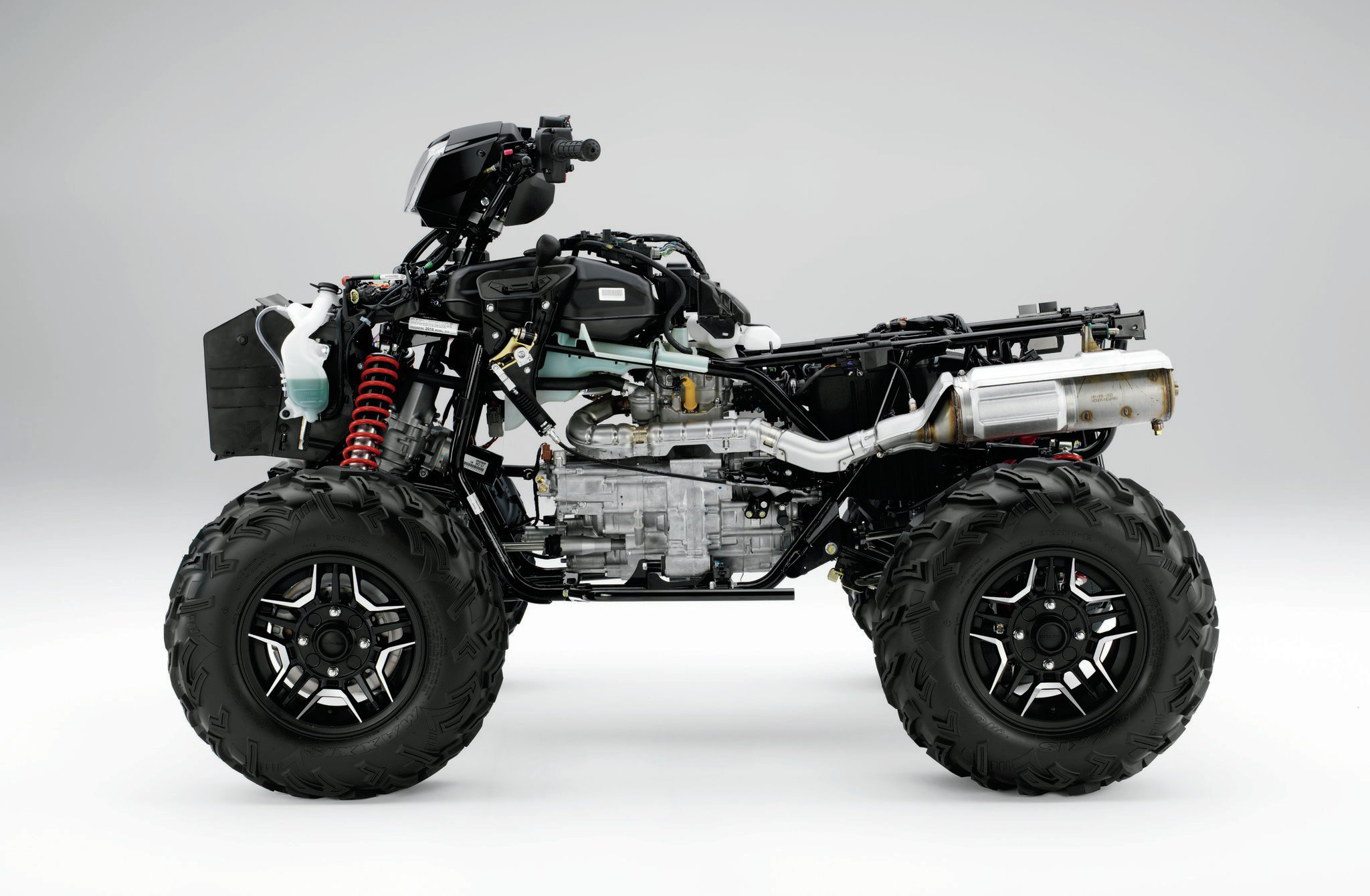A notable improvement to the Honda 500-class (475cc) engine is the electronic fuel injection, now delivering smooth power and fuel efficiency of up to 12 percent. A newly designed five-speed manual gearbox and a five-speed automatic dual clutch transmission (DCT) complement the firebox, as does the performance muffler.