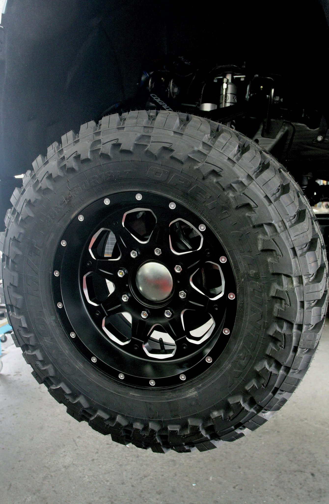 Finishing off the install in style was the addition of the Toyo Open Country M/T tires (35x12.50R18LT) mounted onto 18-inch Fuel Boost D534 wheels.