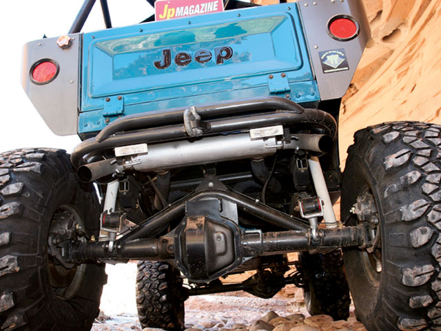 154 0804 11 z+1982 jeep cj7 bigger better+rear exterior view