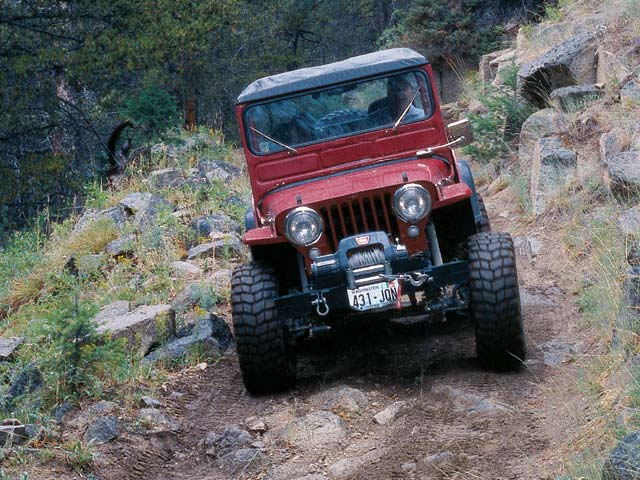 03124wd 11z+Jeep+Front View Cars Down Hill