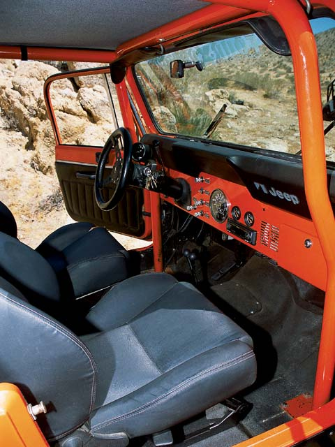 04014wd 08z+1982 Jeep CJ8 Scrambler+Interior View Dashboard