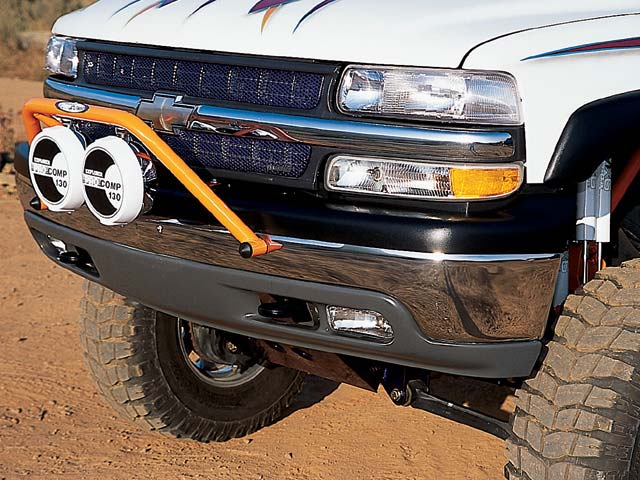 0309or 09z+2001 Chevrolet 1500HD Crew Cab+Front Shot Of grille And Light Bar