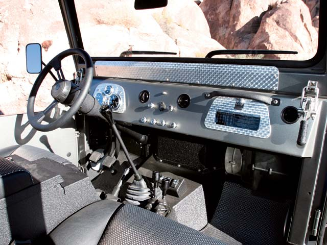 06024wd 09z+Toyota FJ40+Interior View Dashboard