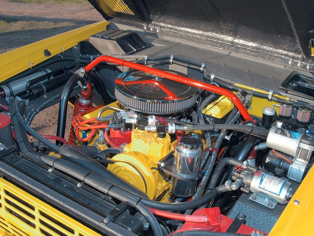 06064WDP 03 z+1969 Ford Bronco+engine compartment
