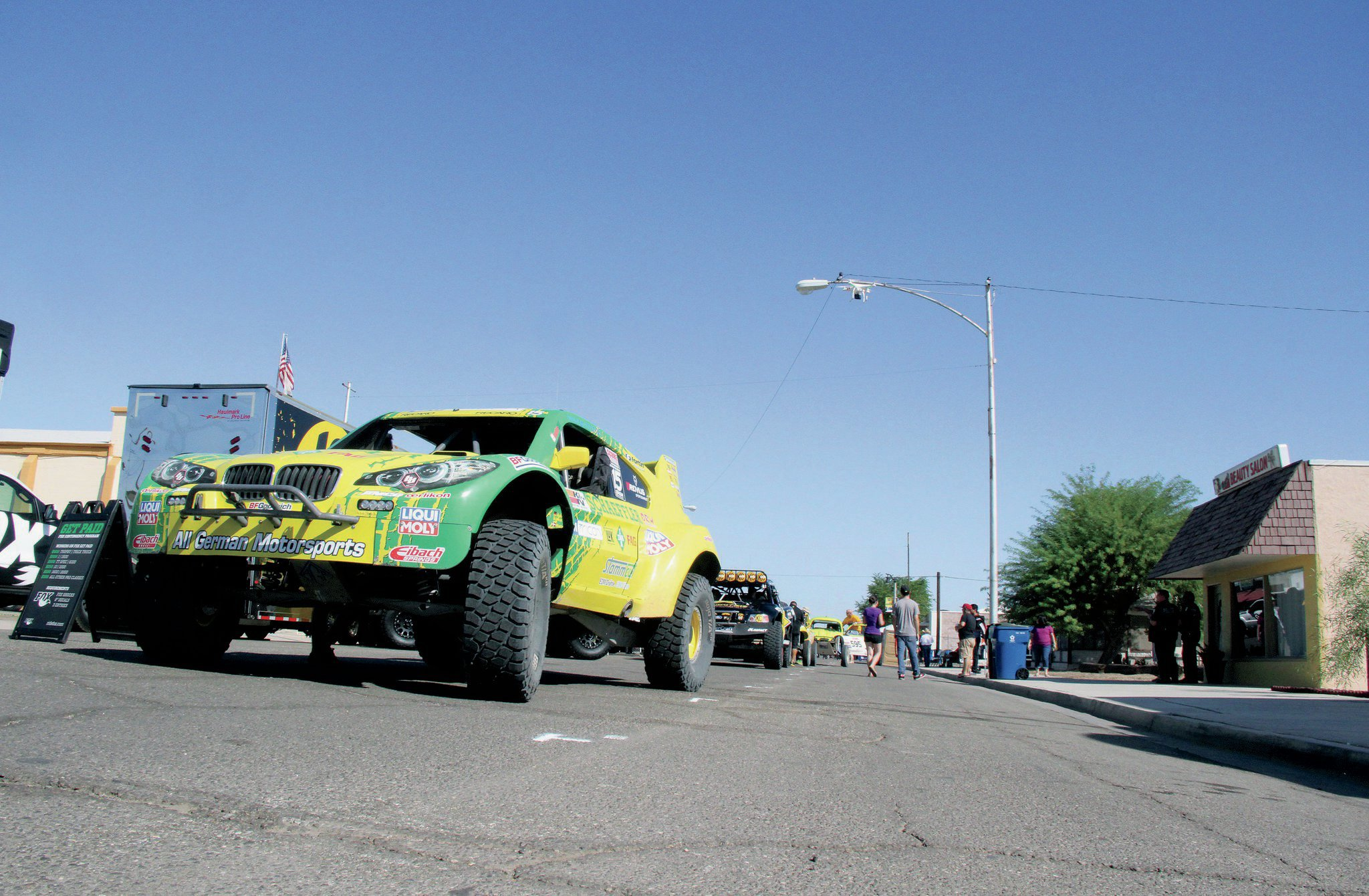 Fans, crews, and vendors braved record-high temperatures during contingency in Imperial.