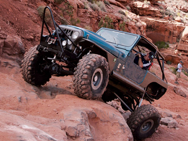 154 0804 10 z+1982 jeep cj7 bigger better+rock crawling