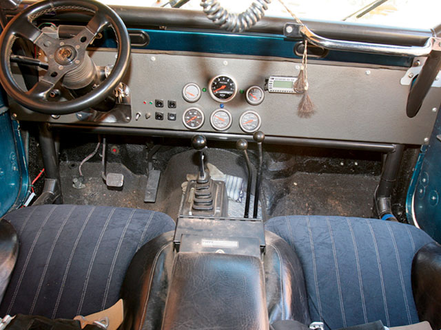154 0804 03 z+1982 jeep cj7 bigger better+interior view