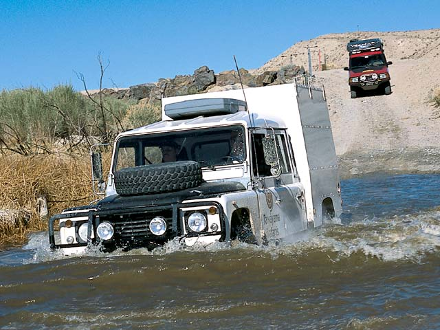 03084w 01z+Land Rover+Front Driver Side View Custom Car In River