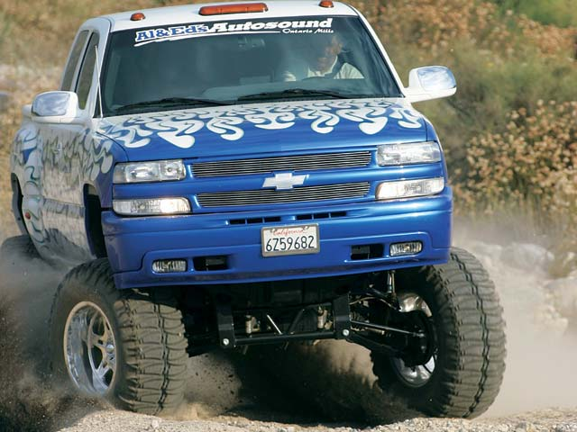 0311or 19z+2002 Chevrolet Silverado Quadrasteer+Front View In Motion