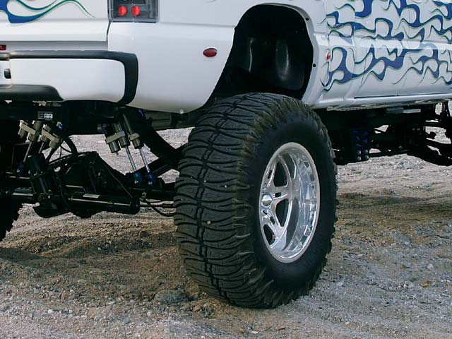 0311or 13z+2002 Chevrolet Silverado Quadrasteer+Rear Wheel And Partial Fender