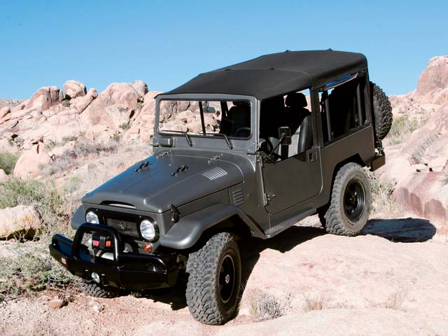 06024wd 03z+Toyota FJ40+Front Drivers Side View On Rocks