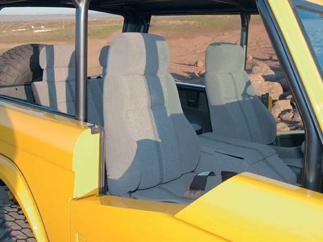 06064WDP 09 z+1969 Ford Bronco+passenger side interior view