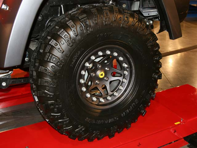 129 05sema 98z+2006 jeep commander+wheel view