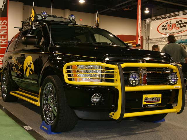 129 05sema 01z+2006 dodge durango+front left view