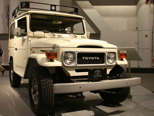 129 05 19z+Toyota Land Cruiser+Front Passenger Side View
