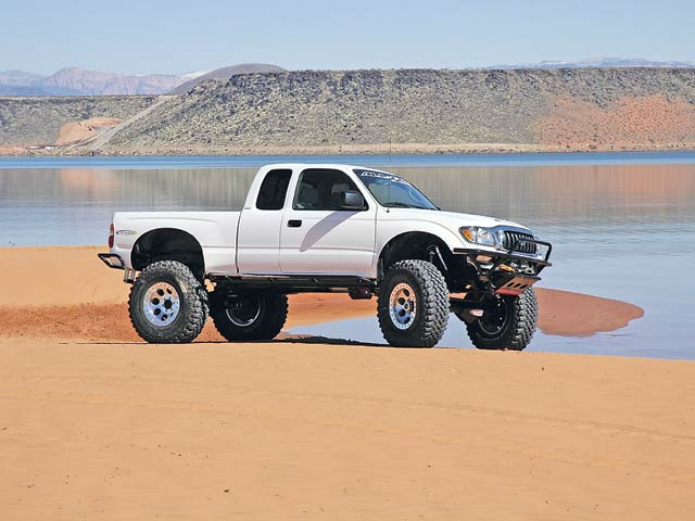0607or 18 z+taco supreme solid axle toyota+posed on the beach