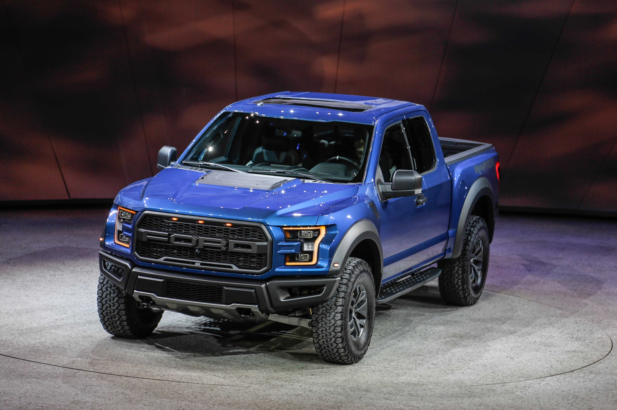 2017 Ford F 150 Raptor front three quarter 04
