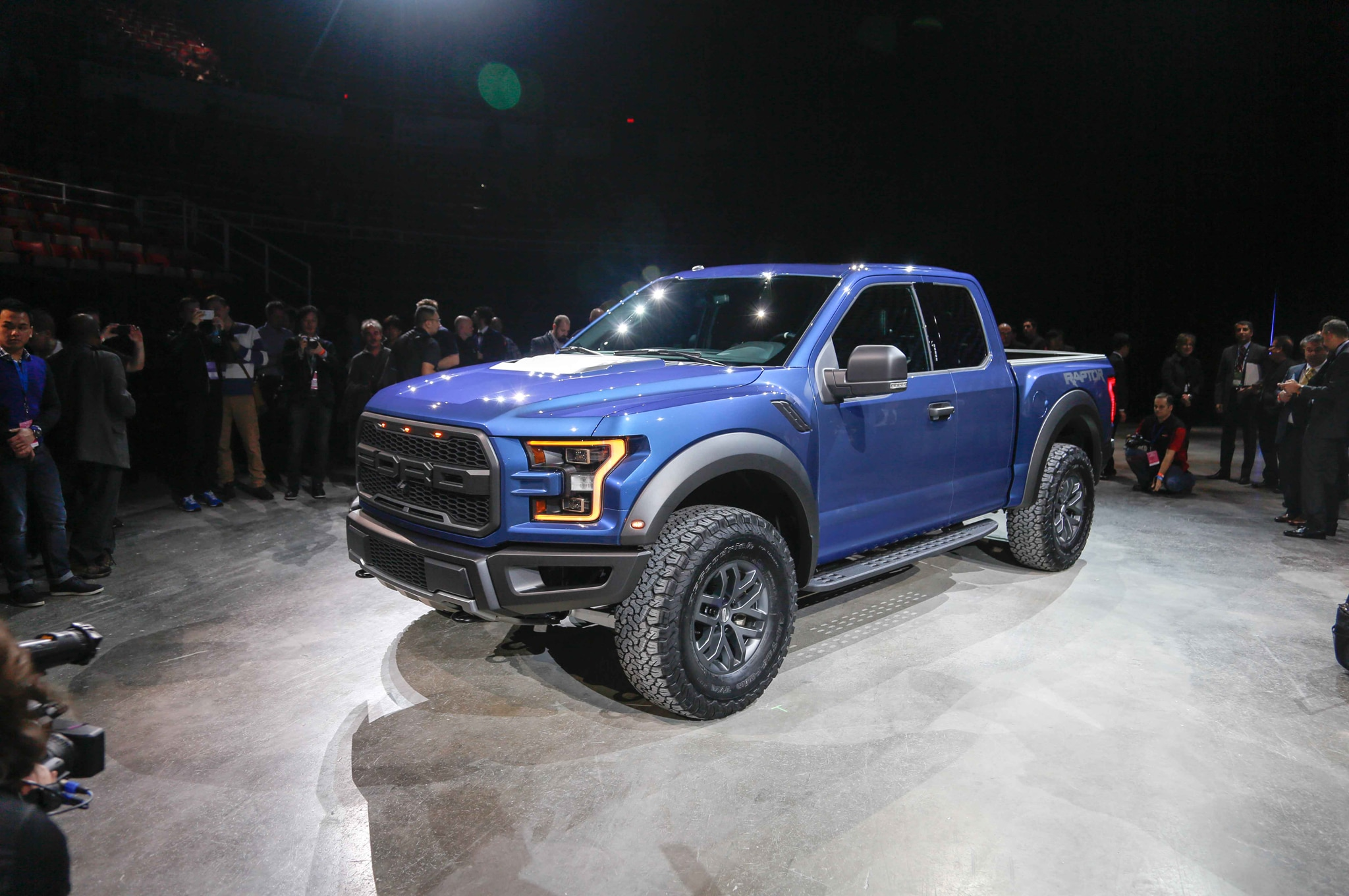 2017 Ford F 150 Raptor front three quarters