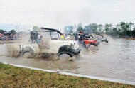 jeep mud buggy racing starting line