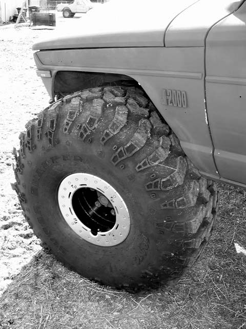 1973 Jeep FSJ Truck Front Wheel Photo 8833385