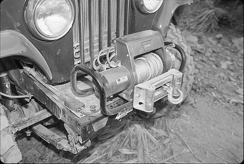 When the Commando can no longer attack the rocks, the Warn 8000i is just the reinforcement needed to keep pushing or pulling forward. In case of retreat, the winch can be moved to the rear receiver thanks to the owner-modified Warn multi-mount.