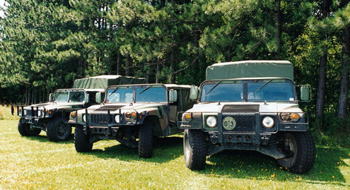 102large+military hummer+3 vehicle front view