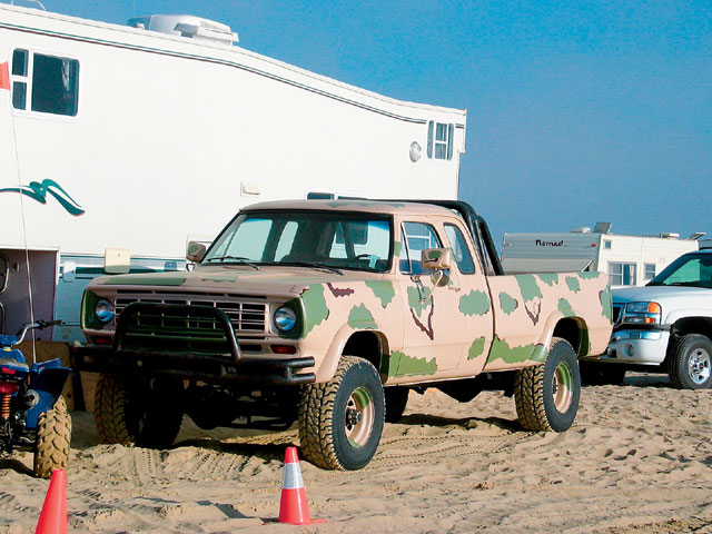 131 0606 08 z+air shock technical+chevy truck+front view camo