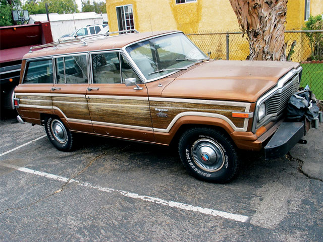 131 0707 05 z+jeep wagoneer+passenger side view