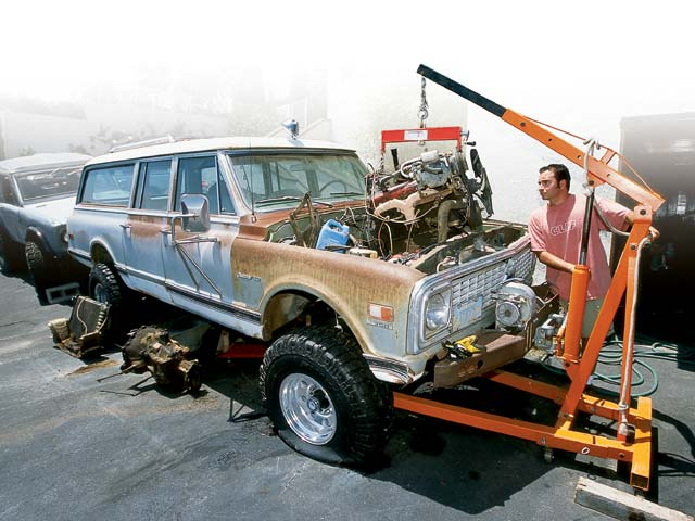 1971 Chevrolet Suburban Engine Lift