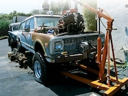 129 0307 02z+1971 chevrolet suburban+engine lift
