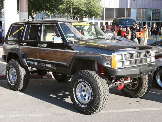 129 05sema 35z+jeep cherokee+front side view