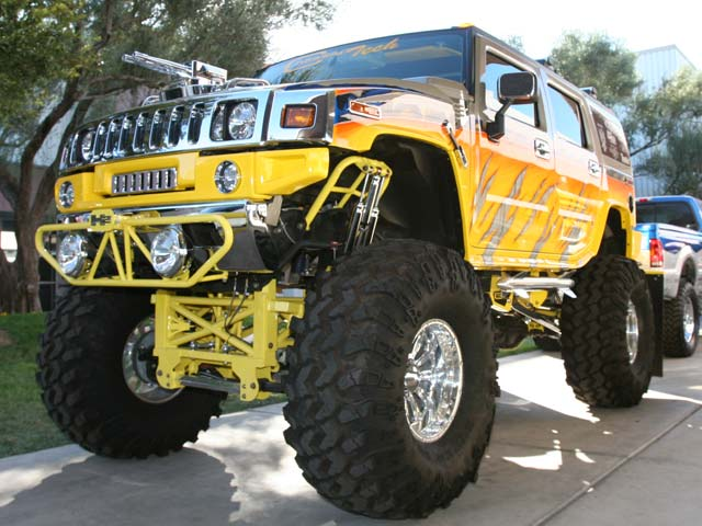 129 05sema 173z+hummer h2+front right view