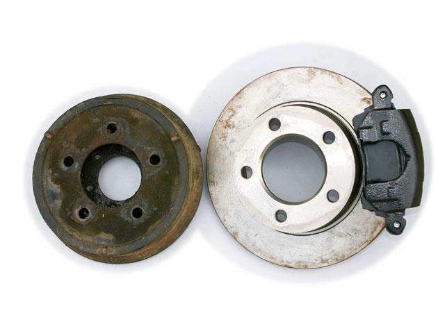 This gives you a better idea of the difference between a 9-inch front brake drum and a '77-'78 factory disk brake rotor that could be adapted to Dana 25 and 27 axles.