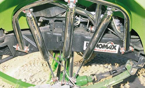 The front shock hoops (as well as everything else chrome) was plated by F.L.G. Metal and custom-built by Chris.