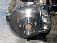 8  Remember that there is no brake fluid in new calipers
