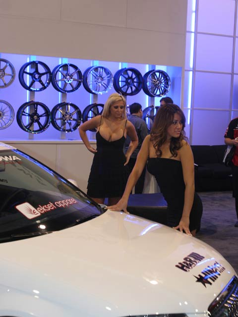 154 0712 21 z+girls of sema+wheel girls