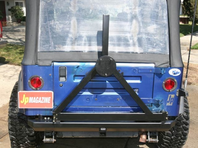 Jeep Wrangler Tire Carrier Test - Currie
