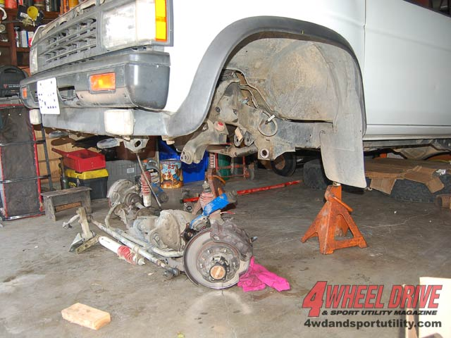 1990 Nissan Pathfinder Straight Axle Conversion - Technical