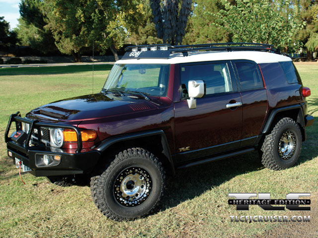 129 0702 02 z+toyota fj cruiser+drivers side view
