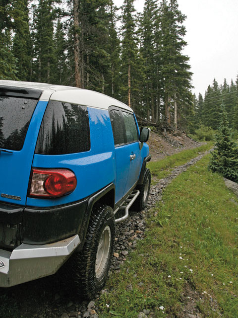 0805 4wd 05 z+toyota fj cruiser+rear view