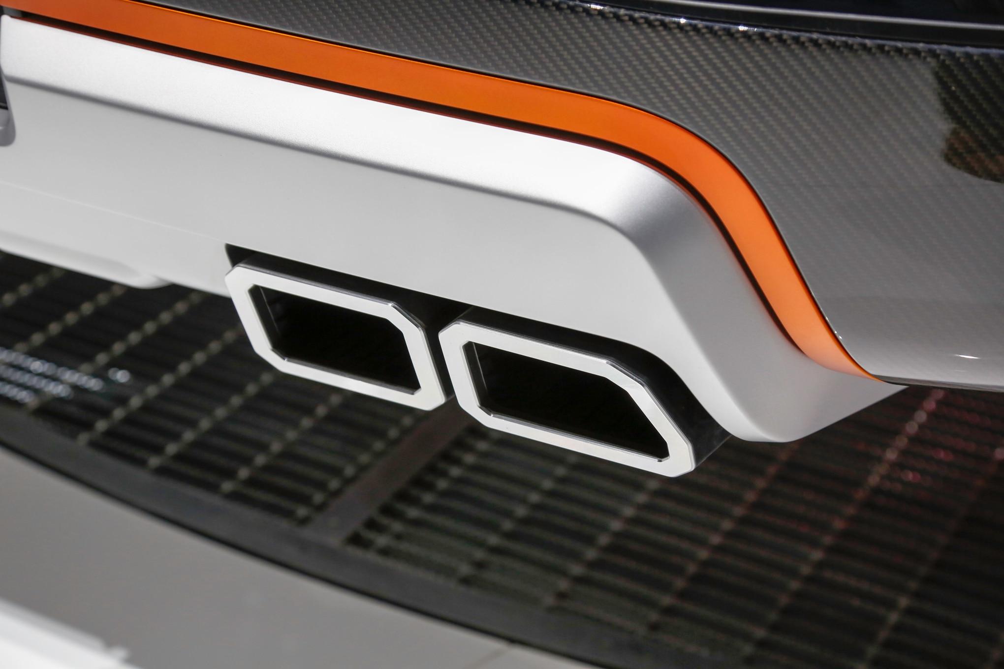 Nissan Titan Warrior Concept tailpipe