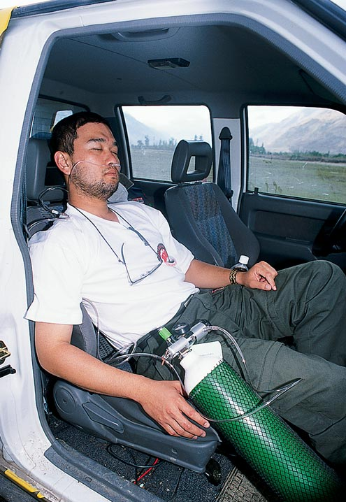 A journalist from Thailand is overcome with altitude sickness and needs oxygen to help recover.