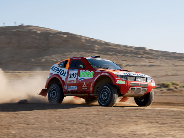 129 0709 09 z+2007 dakar rally+race car