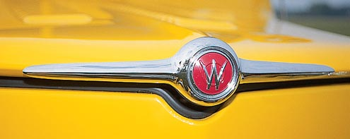 672large+1960 willys wagon+emblem view