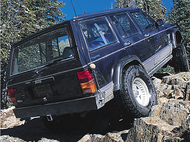 128 9704 03z+1992 jeep cherokee+rear right view