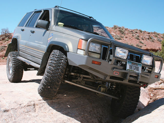 129 0802 01 z+1996 jeep grand cherokee+front view