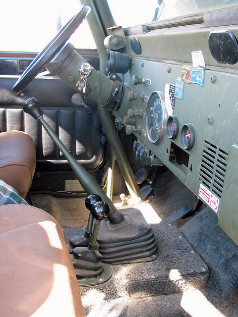 131 0801 09 z+1981 jeep scrambler cj8+steering interior