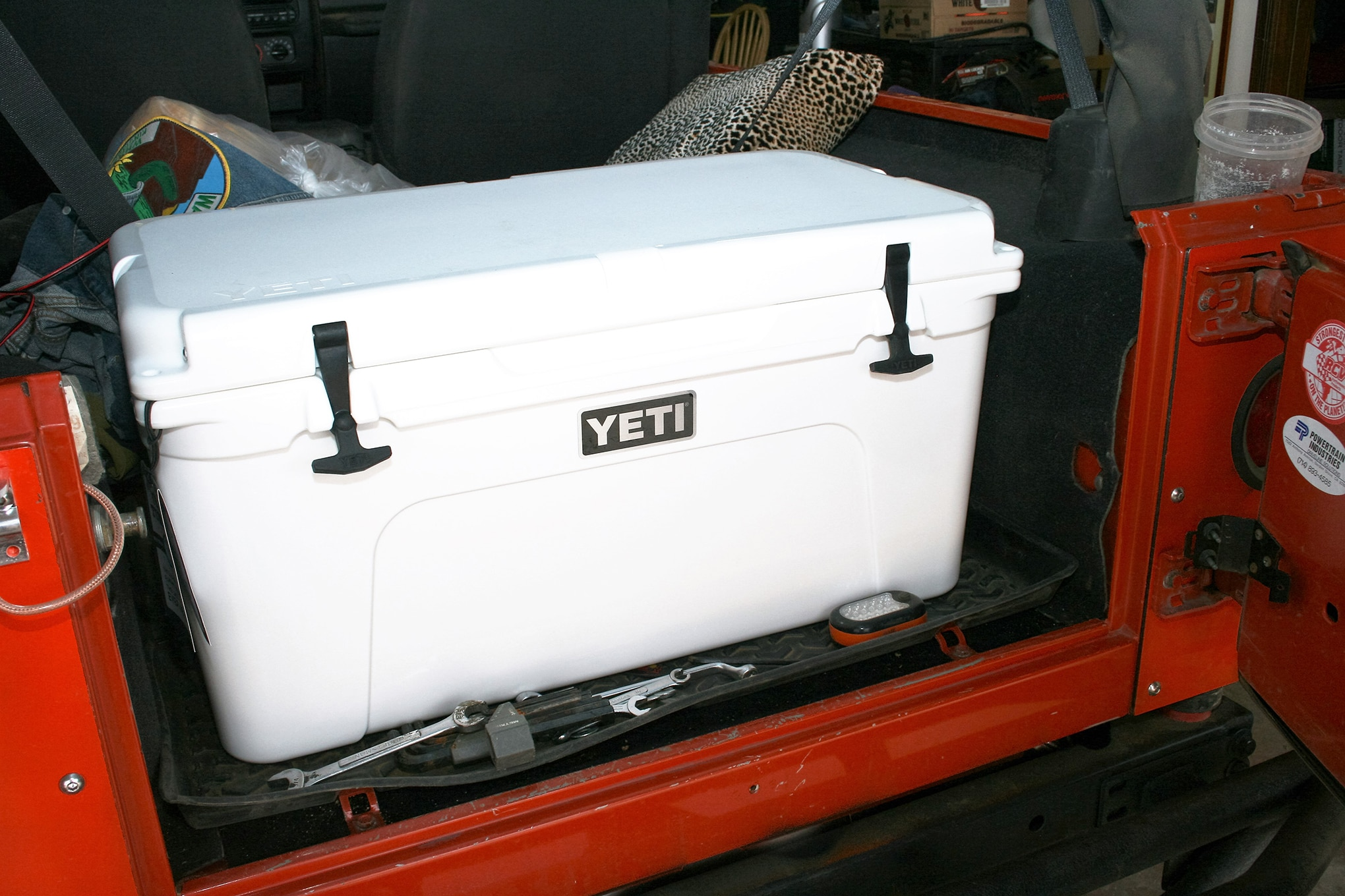 002 comfort and convenience yeti tundra 110 ice chest