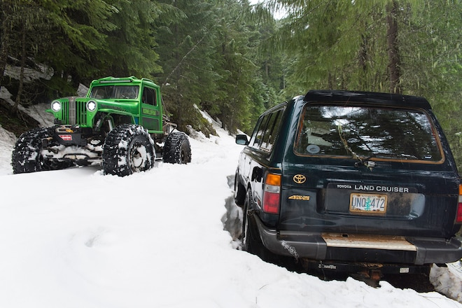 Oregon Jeepers battle deep snow to rescue a disabled rig