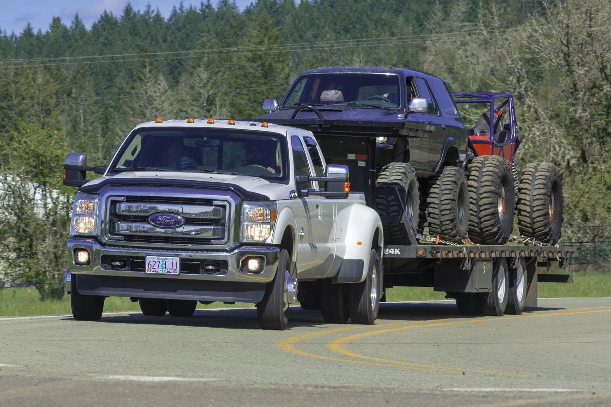 026 BW Gooseneck towing front